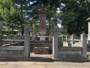豪徳寺の井伊直孝公墓所